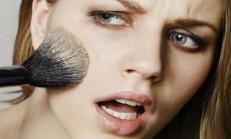 Yaşlı Gösteren Makyaj Hataları Nelerdir?
