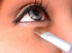 Göz Altı Torba ve Şişlikleri Makyajla Nasıl Kapatılır?