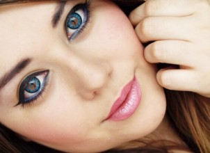 Gözü Büyük Gösteren Makyaj Nasıl Yapılır?